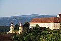 Schloss Stainz Ostseite mit Reinischkogel.jpg