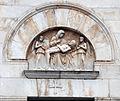 Scuola pisana, deposizione sulla facciata del duomo di pietrasanta, XIV-XV secolo.JPG