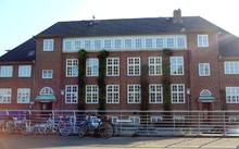 """Die  """"Mosesfabrik"""" 220px-Seemannschule_Hamburg-Finkenwerder_von_1913_bis_1944_-_2012"""