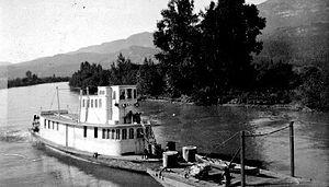 Selkirk (sternwheeler 1895) - Selkirk on Columbia River, pushing barge, ca 1900