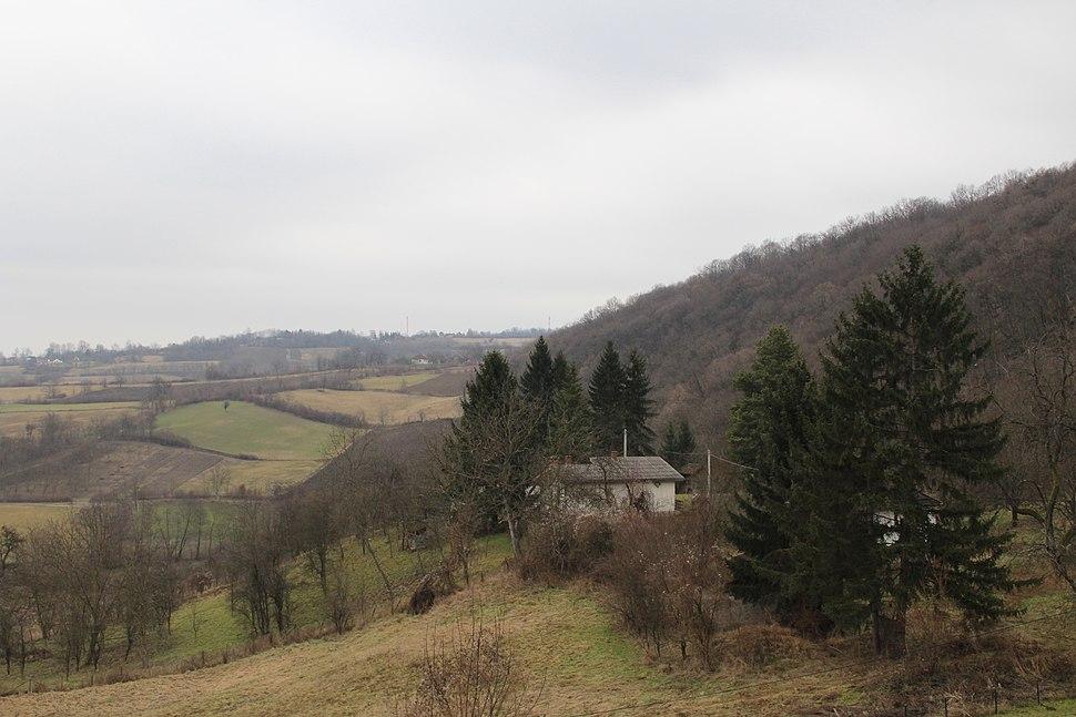 Selo Klinci - opština Valjevo - zapadna Srbija - Pogled prema izvoru reke Banje i arheološki lokalitet Petnica