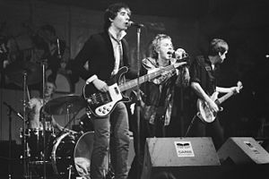 The Sex Pistols v Paradisu, Amsterdam, 6. ledna 1977. Zleva: Paul Cook, Glen Matlock, Johnny Rotten, Steve Jones.