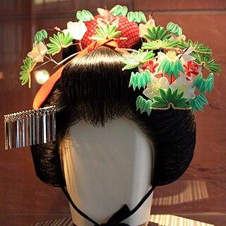 <i>Kanzashi</i> Traditional Japanese hair ornaments