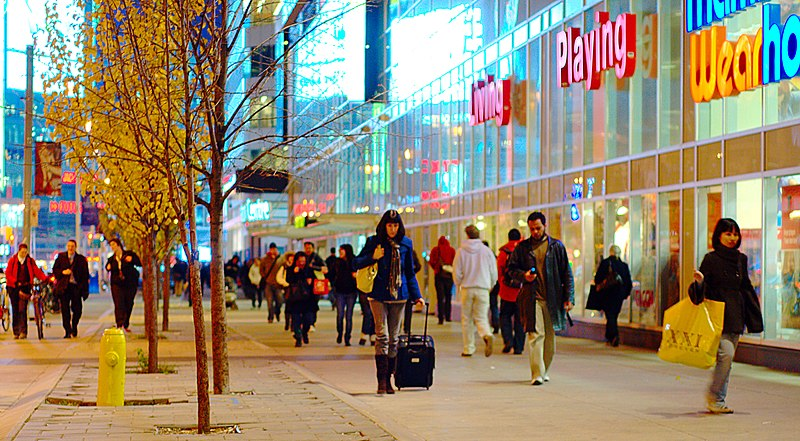File:Shoppers on Dundas, near Yonge.jpg