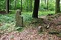 Sieverser Stein (Nr. 1 der Ostgrenze) (li) und Forstgrenzstein Nr. 1 der Südgrenze (re) in Rosengarten (Landkreis Harburg).jpg