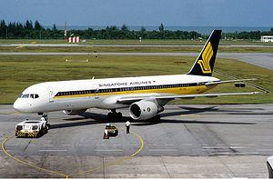 Singapore Airlines Boeing 757-200 Rees.jpg