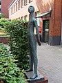 Skulptur Schule Wielandstraße.jpg