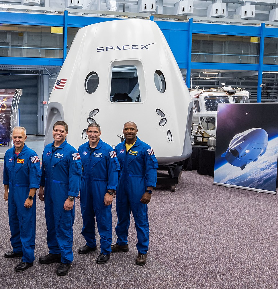 SpaceX Dragon 2 and astronauts 2018
