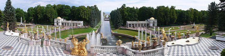 Панорама Нижнего парка от Большого Петергофского дворца