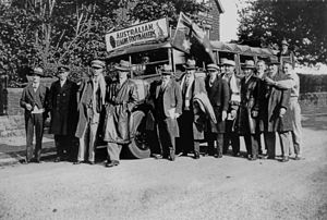 1929–30 Kangaroo tour of Great Britain - The Australian tourists with their tour bus in England.