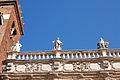 Statue palazzo Maffei.jpg