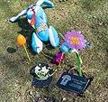 Stokel - funerary offerings - Lake View Cemetery - 2015-04-04 (22401598992).jpg