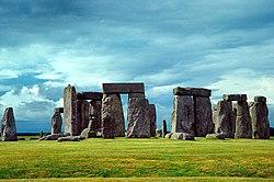 Stonehenge, Anglie, vztyčeno neolitickými lidmi asi před 4500-4000 lety.