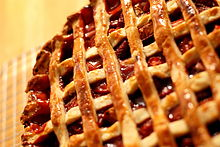 Strawberry-rhubarb pie with pastry lattice, May 2008.jpg