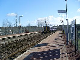 Summerston railway station in 2009.jpg