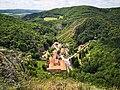 Svatý Jan pod Skalou, pohled z vrcholu Svatojánské skalní stěny.jpg