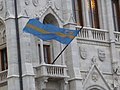 Székely zászló az Országházon.jpg