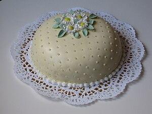 Sugar paste - Image: Tårta med sugarpaste
