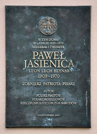 Paweł Jasienica - A plaque dedicated to Jasienica on the house at 75 Dąbrowski Street in Warsaw, where he lived after the war