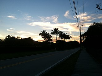 Tequesta, Florida - Image: Tequesta Florida Countyline Road