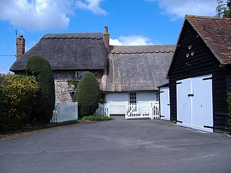 Meadle - Thatched cottage in Meadle