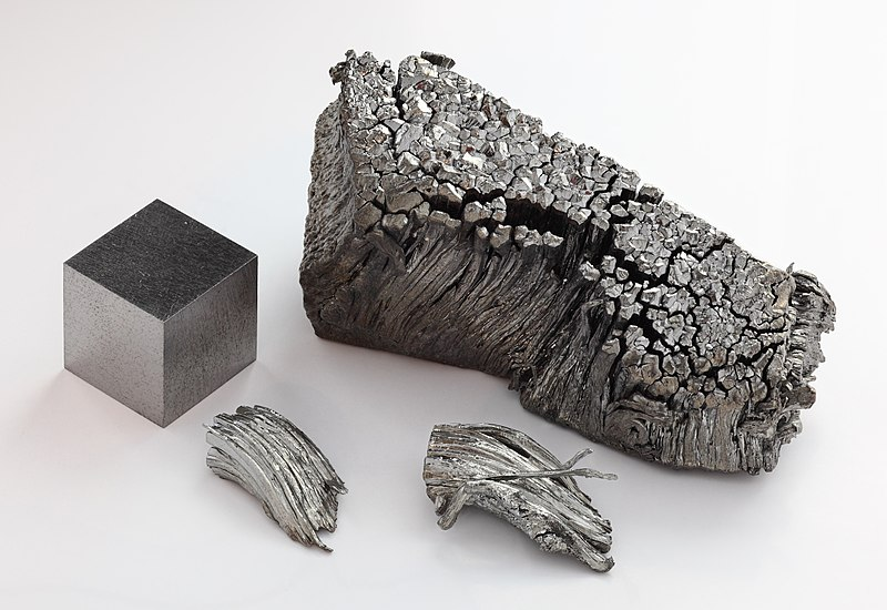 Ficheiro:Thulium sublimed dendritic and 1cm3 cube.jpg