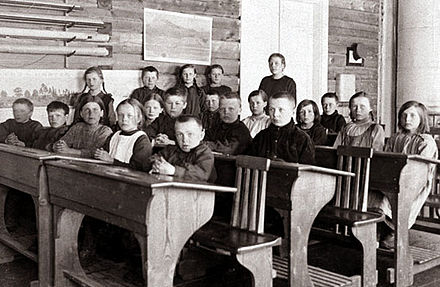 Pupils at the school of Torvinen in Sodankyla, Finland, in the 1920s Torvisen kansakoulu 1924-26.jpg