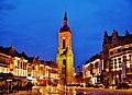 Tournai Grand-Place Belfried bei Nacht 1.jpg
