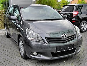 Toyota Verso - Image: Toyota Verso 20090614 front