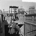 Tramstaking in Barcelona Politie in tram en stad, Bestanddeelnr 908-2756.jpg