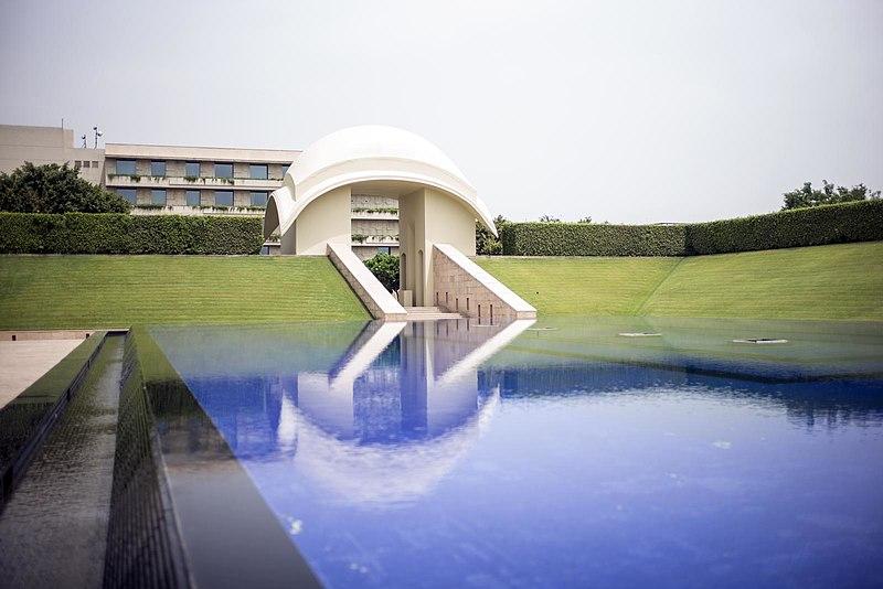 File:Trident Hotel Guragon India (14561879156).jpg