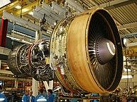 General Electric CF6, ejemplo de turbofán de alto índice de derivación, usado en aviones comerciales modernos.