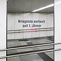 U1 Karlsplatz Kunst Factoid 13 Kriegstote.jpg