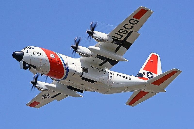 Un avión de búsqueda y rescate HC-130J de la Guardia Costera de los Estados Unidos.