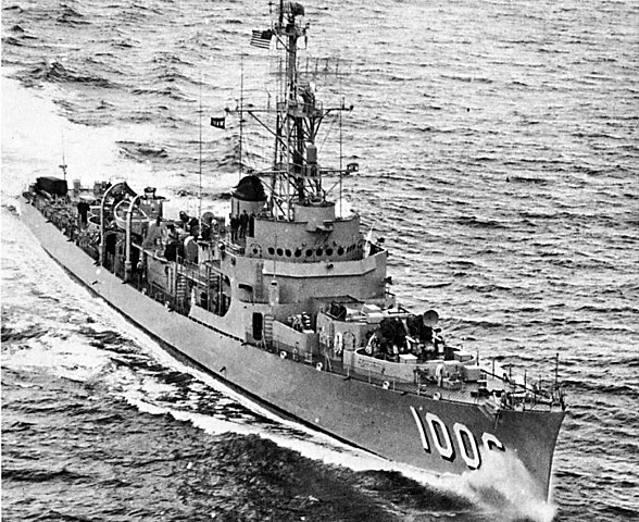 588px-USS_Dealey_%28DE-1006%29_underway_in_the_Atlantic_Ocean_on_28_May_1954.jpg