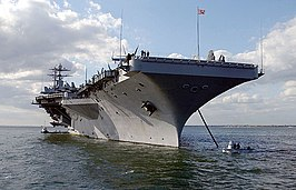 De USS Harry S. Truman voor anker bij Portsmouth (GB) in 2003.