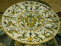 Urbino, bottega patanazzi, piatto con stemma piccolomini tra grottesche, 01.JPG