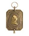 Urnyckel i guld med Gustav IIIs bröstbild i relief, 1770-tal - Hallwylska museet - 110358.tif