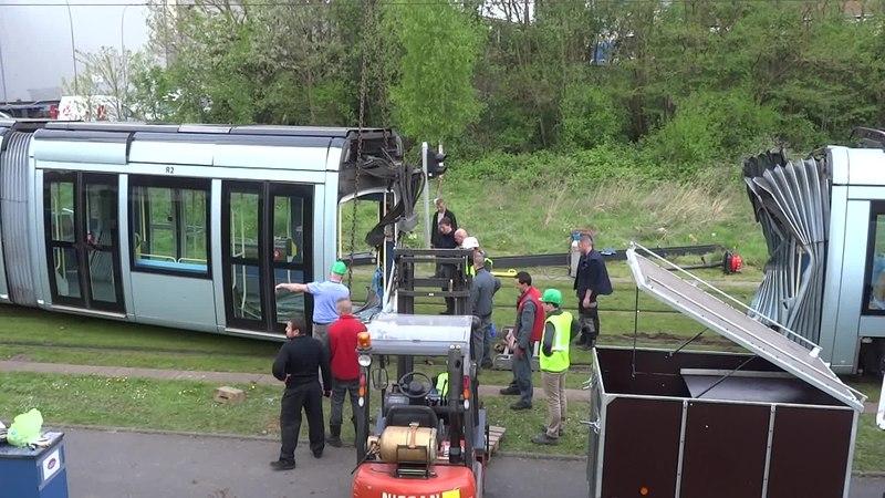 File:Valenciennes & Anzin - Déraillement de la rame de tramway n° 17 à la sortie du dépôt de Saint-Waast le 11 avril 2014 (034A).ogv