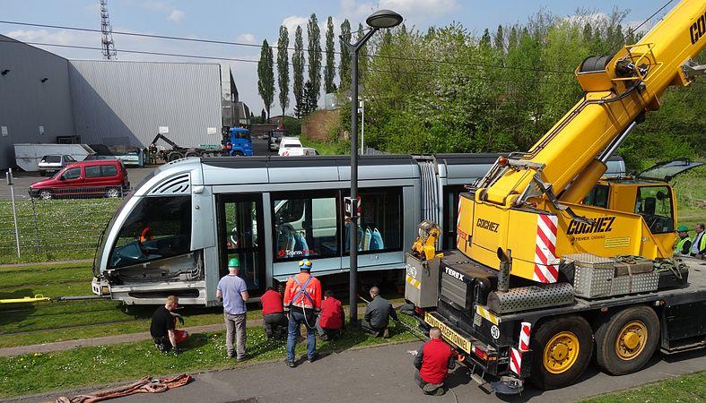 Valenciennes & Anzin - Déraillement de la rame de tramway n° 17 à la sortie du dépôt de Saint-Waast le 11 avril 2014 (089).JPG