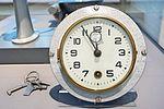 Verkehrsmuseum Dresden - Luftverkehr - VEB Glashütter Uhrenbetriebe - Flugzeugkabinenuhr Kal 409 - DSC4931.jpg