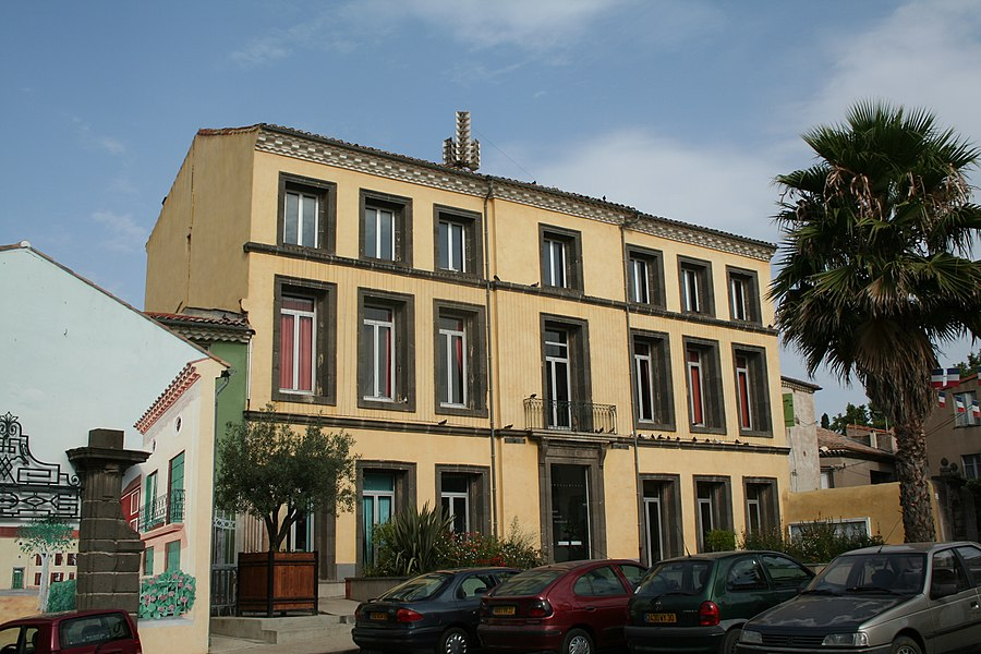 Vias (Hérault) - mairie.