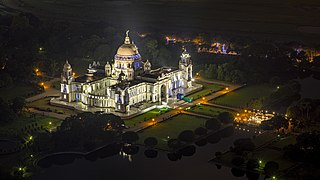 Victoria Memorial Illuminated at Night.jpg
