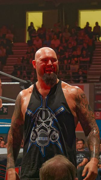 File:WWE Live, Liège, May 12, 2017 2017-05-12 22-27-24 ILCE-6500 DSC05575 DxO (34312973444).jpg