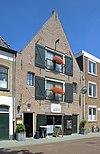 foto van Pakhuis, bakstenen gebouw met verdieping en zolder onder zadeldak