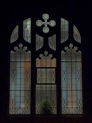 English: Winton: a window of Victoria Park Met...
