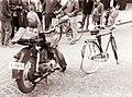 Zvito kolo pred spomenikom talcev 1961.jpg