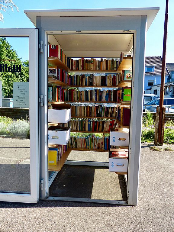File:Öffentlicher Bücherschrank Köln Poll 2.jpg - Wikimedia Commons