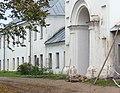 Коневец Одноэтажный корпус примыкающий к колокольне справа.JPG
