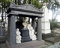 Надгробие графа Заводовского.jpg
